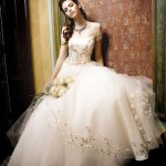 فستان زفاف رقم 464 Size:64.20 Kb Dim: 413 x 500