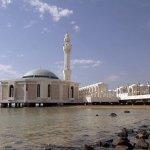مسجد فوق الماء Size:45.30 Kb Dim: 640 x 424