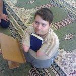 طفل  معوق يقرا القرآن1