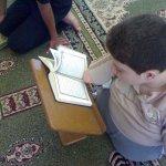 طفل  معوق يقرا القرآن2