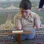 طفل  معوق يقرا القرآن5