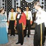 صور جلالة السلطان بالزي العسك2