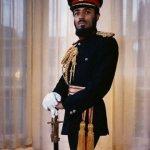 صور جلالة السلطان بالزي العسك5