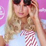 Paris Hilton Size:139.00 Kb Dim: 500 x 813