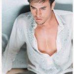 Enrique Iglesias Size:15.40 Kb Dim: 256 x 350
