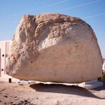صخرة معلقة Size:43.70 Kb Dim: 571 x 454