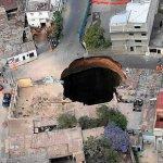 حفرة طبيعية في ماليزيا Size:65.10 Kb Dim: 700 x 461