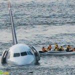 طائرة تقع في البحر 3