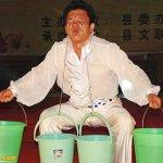 رجل صيني يحمل 45 كيلوغراما في1