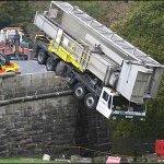 شوفو سقوط هذه الشاحنة1