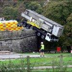 شوفو سقوط هذه الشاحنة3