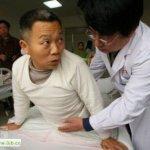 صيني يعيش بنصف جسد7