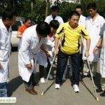 صيني يعيش بنصف جسد9