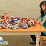 أمريكية تأكل 60 وجبة في اليوم1