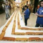 دبي تصنع أطول ساندويتش في الع1