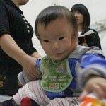 طفل يولد مع قناع وجه رباني في1