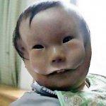 طفل يولد مع قناع وجه رباني في3