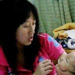 طفل يولد مع قناع وجه رباني في4