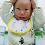 طفل يولد مع قناع وجه رباني في5