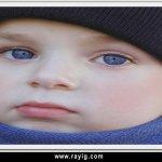 طفل عيونه زرق