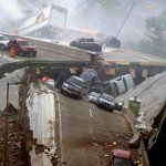 صور مذهلة لانهيار الجسر وفوقه11