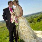 العروس تصنع فستان زفافها 1