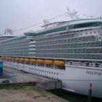 سياحة في اكبر سفينة بالعالم 4