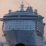 سياحة في اكبر سفينة بالعالم 7