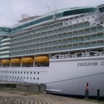 سياحة في اكبر سفينة بالعالم 8