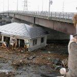 صور مرعبة من تسونامي وزلزال ا2