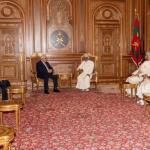 السلطان قابوس يستقبل محمود عباس