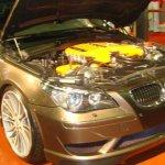 معرض سيارات في دبي2