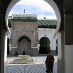 أحد بوابات مسجد القرويين