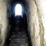 The Tunnel Size:23.80 Kb Dim: 268 x 400