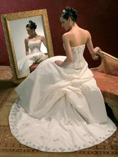 صور  احي فستيان الزفاف والانقة لي احلي عروس 116_101055_1196883590