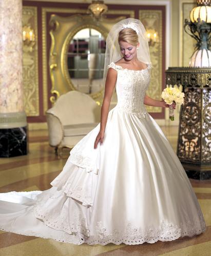 احدث فساتين الزفاف 116_149_1063258612.j
