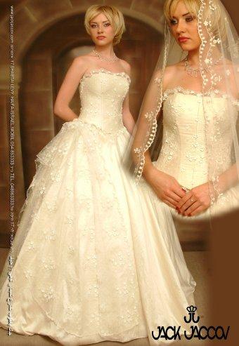 عام 2013فساتين زفاف للعروس الرومانسيةاليك أجمل الفساتين ياعروستنافساتين زفاف رائعه