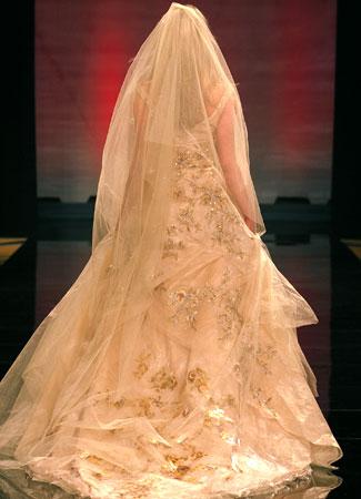 Lhuilier للعروس واختها.فساتين الزفاف 2012_2013 للمصممه عائشة المهيريفساتين التريكو لشتاء