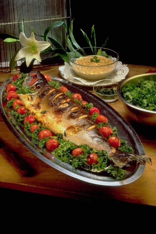 الكل معزوم على اكلة سمك صحه وهنا
