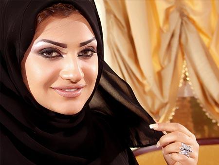 فضيحة المذيعة امل العوضى فى فيلم اباحى لها