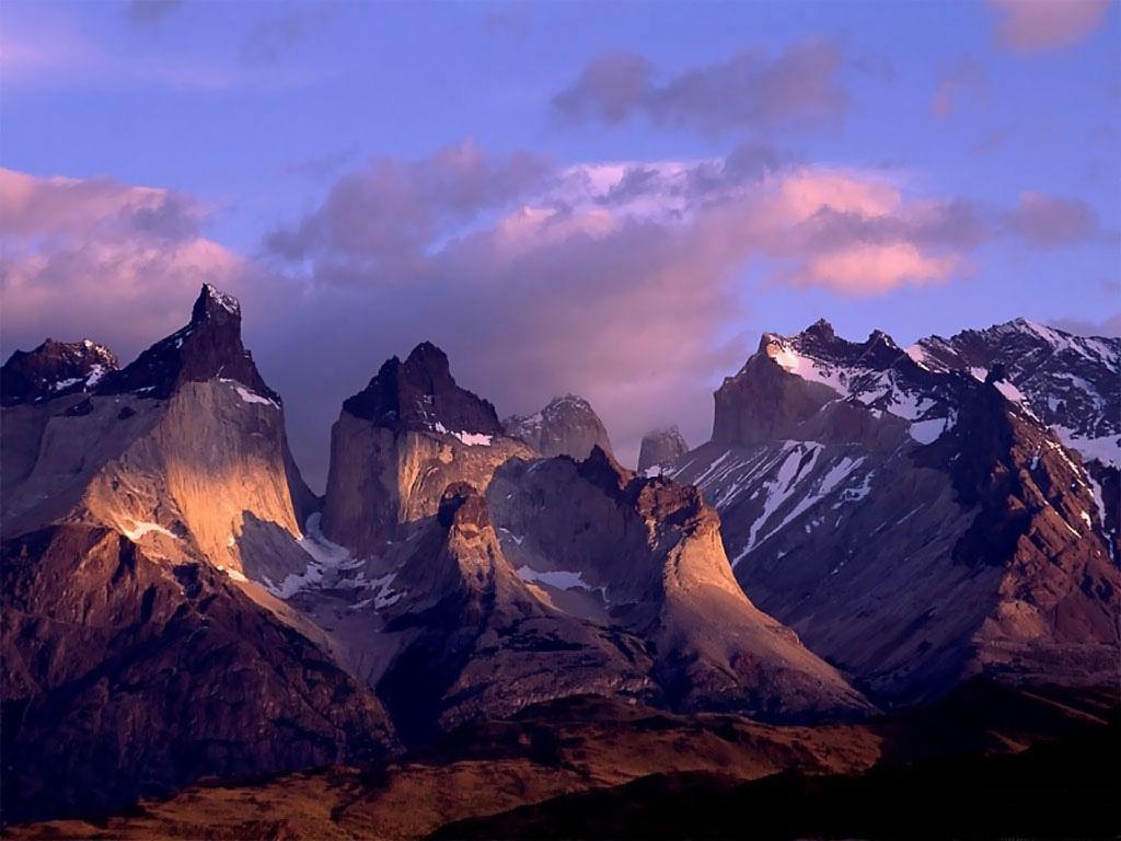أنثى تعلوا فوق الجبال