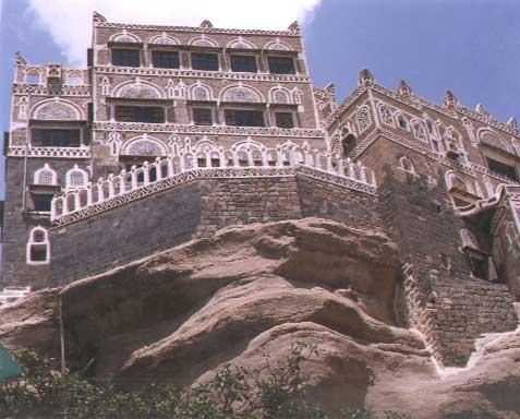 وازدهر زمن حكم بلقيس مملكة سبأ أيمّا ازدهار، واستقرت البلاد أيمّا استقرار،  وتمتع أهل اليمن بالرخاء و الحضارة والعمران والمدنية.