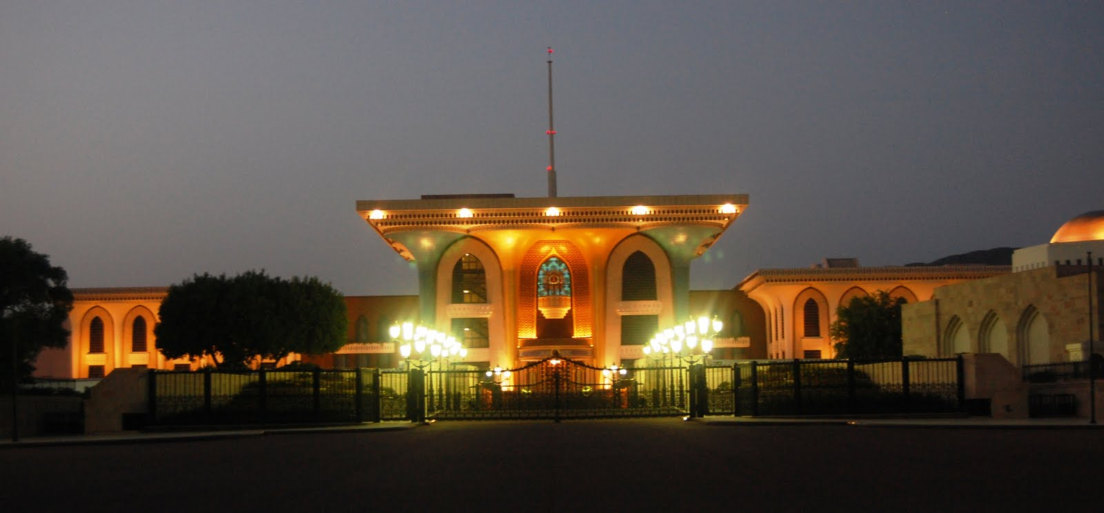 قصر العلم العامر Size:81.90 Kb Dim: 1600 x 744
