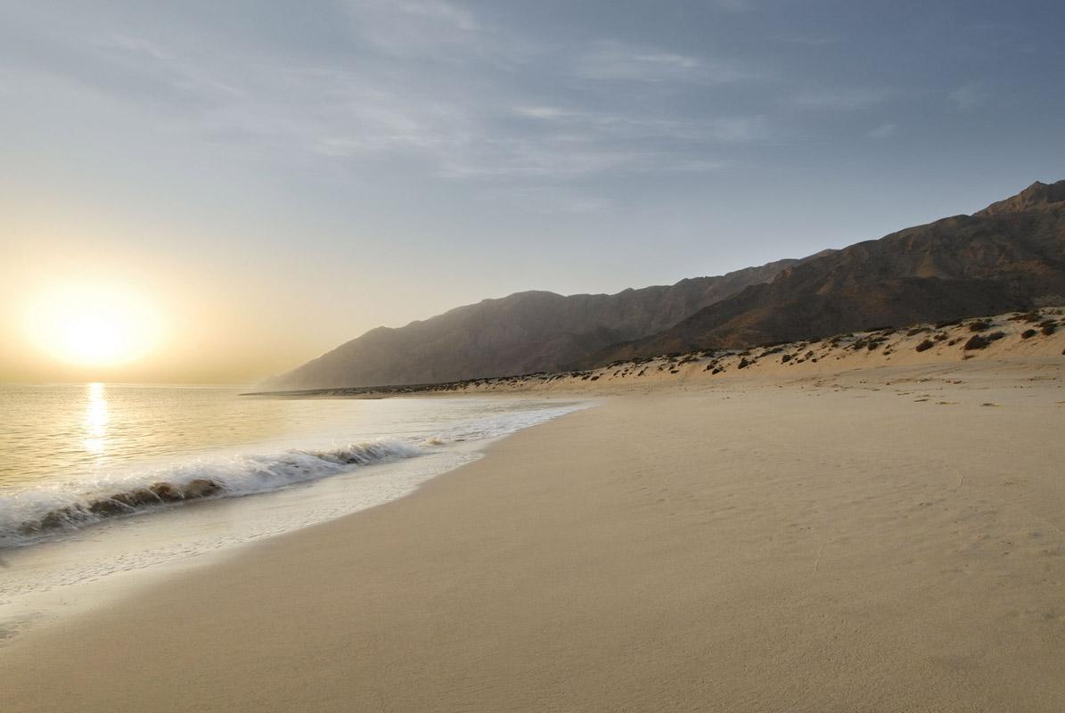 شاطئ السيفة Size:130.60 Kb Dim: 1195 x 800