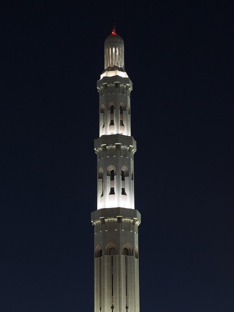 جامع السلطان قابوس الأكبر Size:118.70 Kb Dim: 800 x 1066