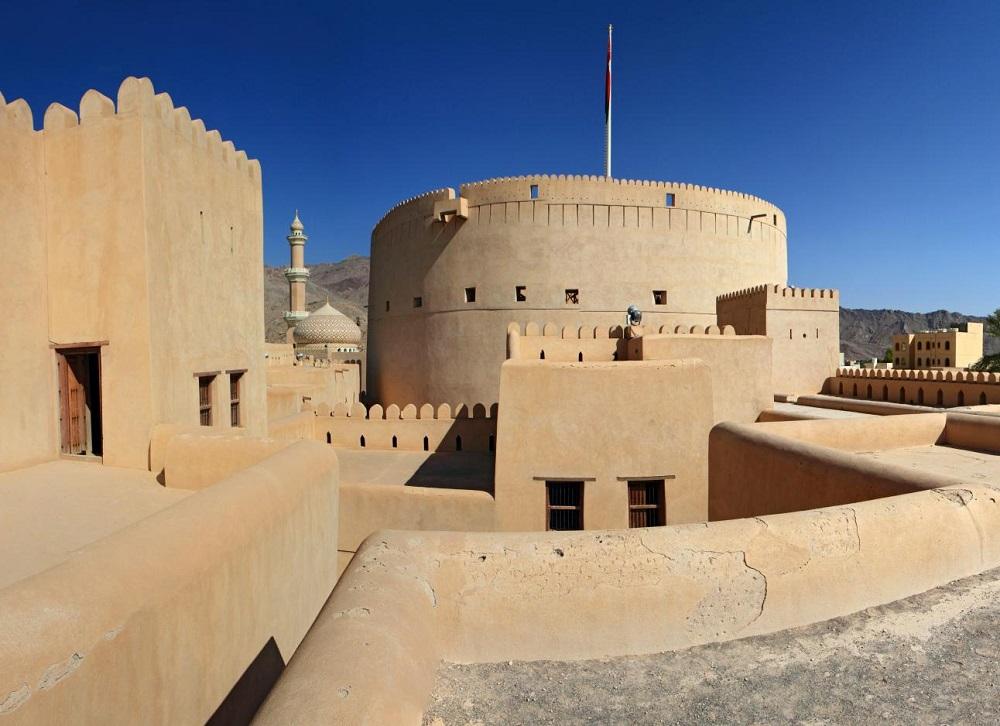 قلعة نزوى Size:212.80 Kb Dim: 1000 x 726
