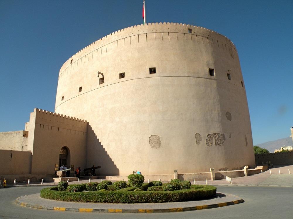 قلعة نزوى Size:202.50 Kb Dim: 1000 x 750