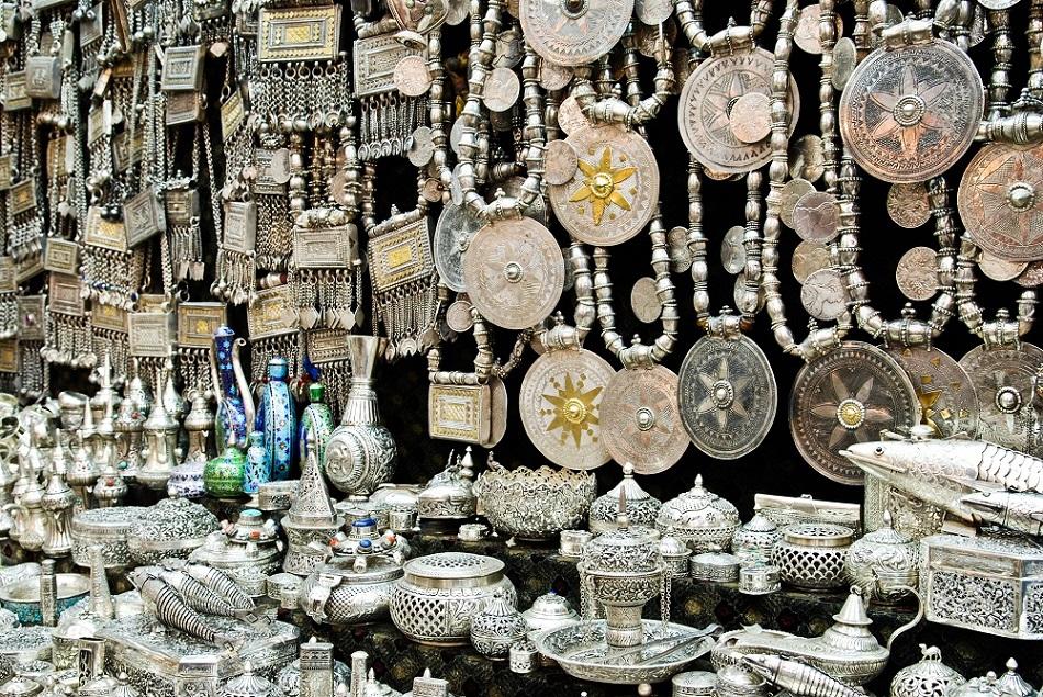 سوق نزوى التراثي Size:476.20 Kb Dim: 950 x 635