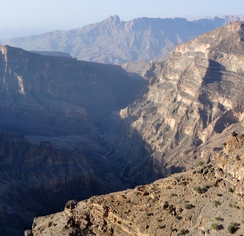 جبل شمس والفالق العظيم Size:434.80 Kb Dim: 1024 x 991