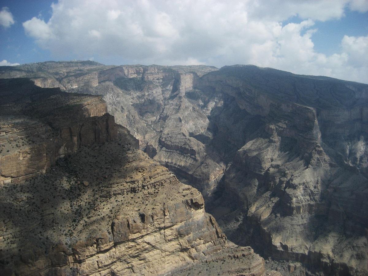 جبل شمس والفالق العظيم Size:397.00 Kb Dim: 1200 x 900
